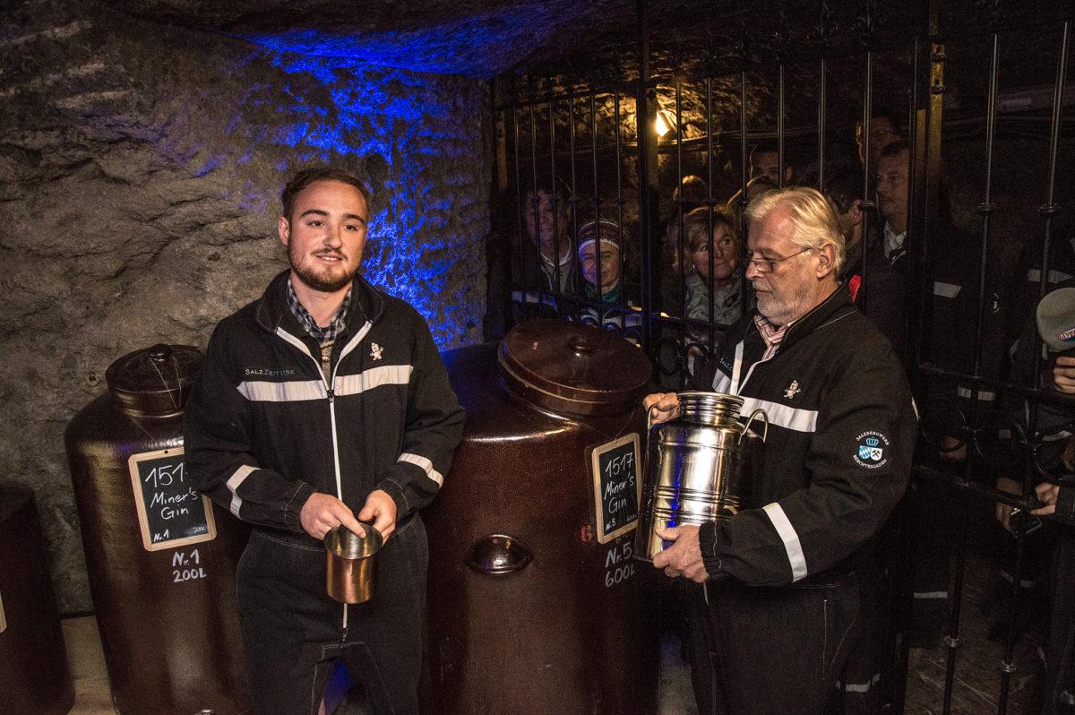 Bergbrenner unter Tage: Lukas Schöbinger und Destillateur Meister Franz Hölzl