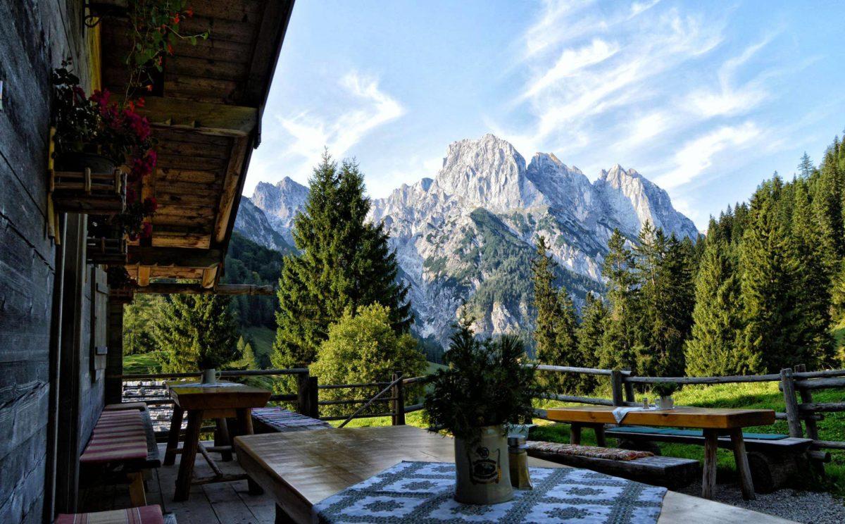 Blick vom Möslerkaser auf der Bindalm zu den Ramsauer Dolomiten