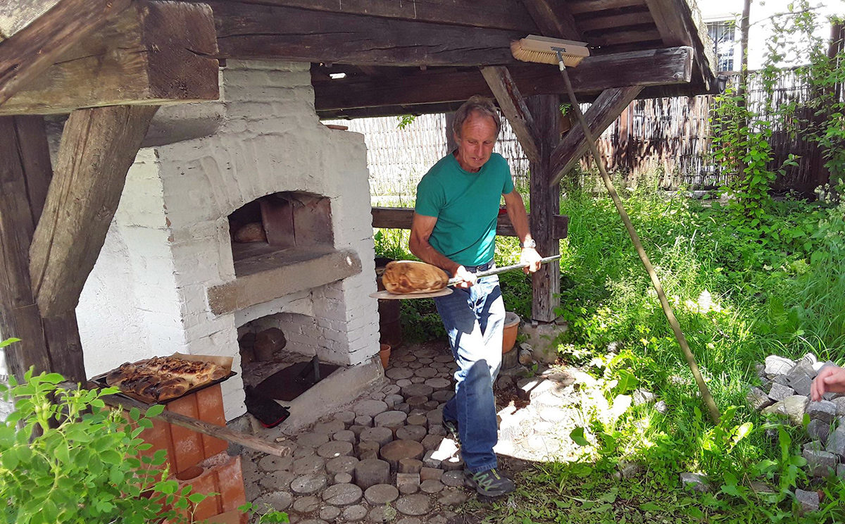 Brotbacken im alten Bauern Steinofen Bischofswiesen