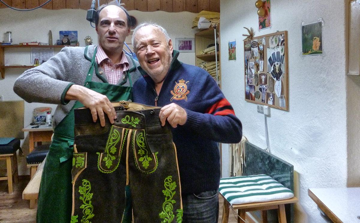 Joseph Vilsmaier beim Lederhosenmacher Stangassinger in Berchtesgaden