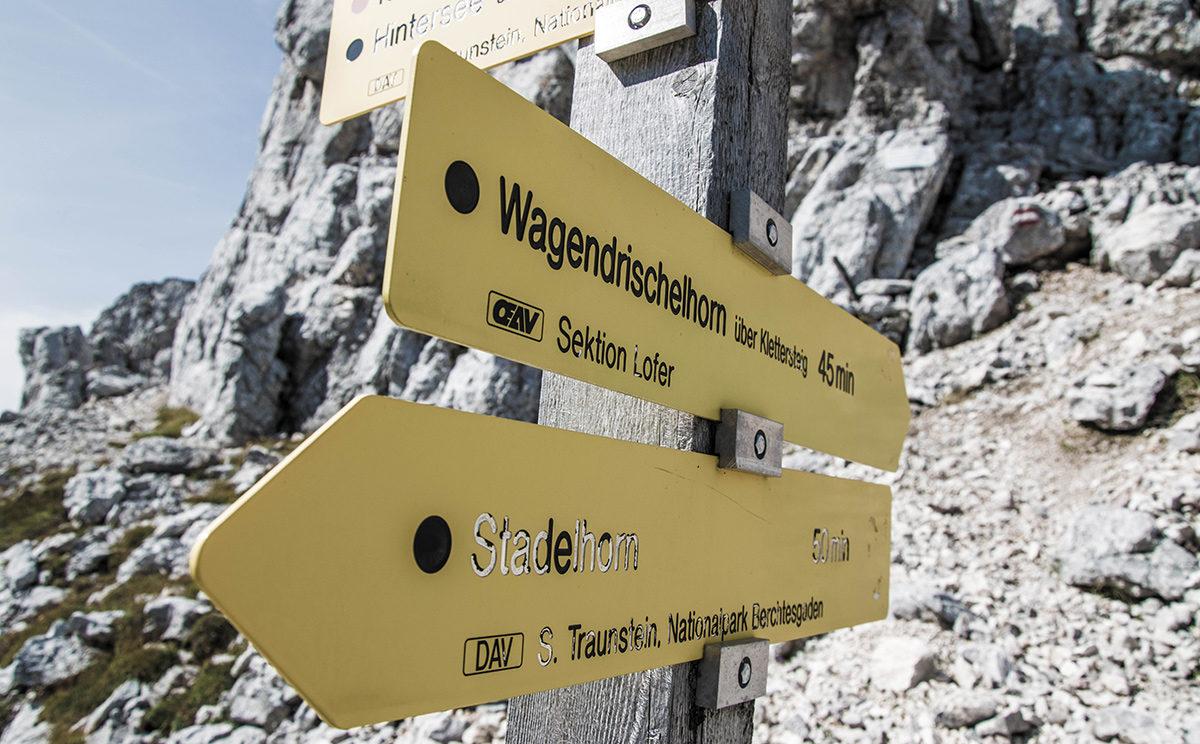 Wegweiser in der Mayrbergscharte