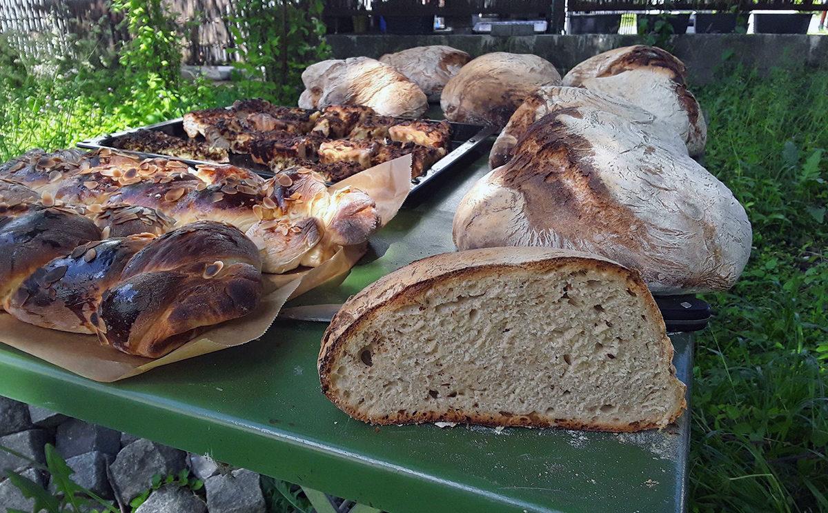 Slbstgebackenes Brot aus dem Bauern Steinofen