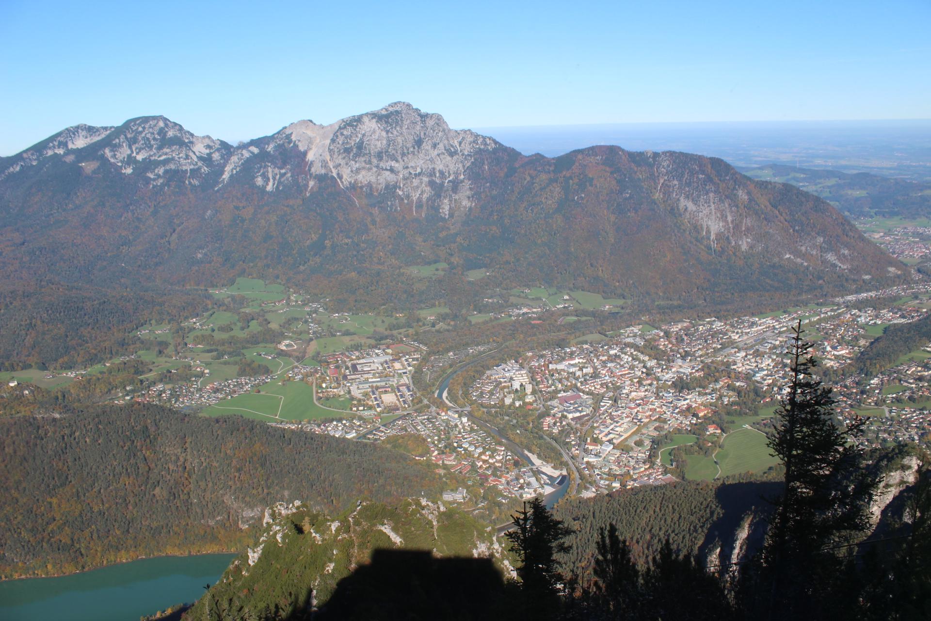 Blick von der Bergstation der Predigtstuhlbahn auf die Alpenstadt Bad Reichenhall