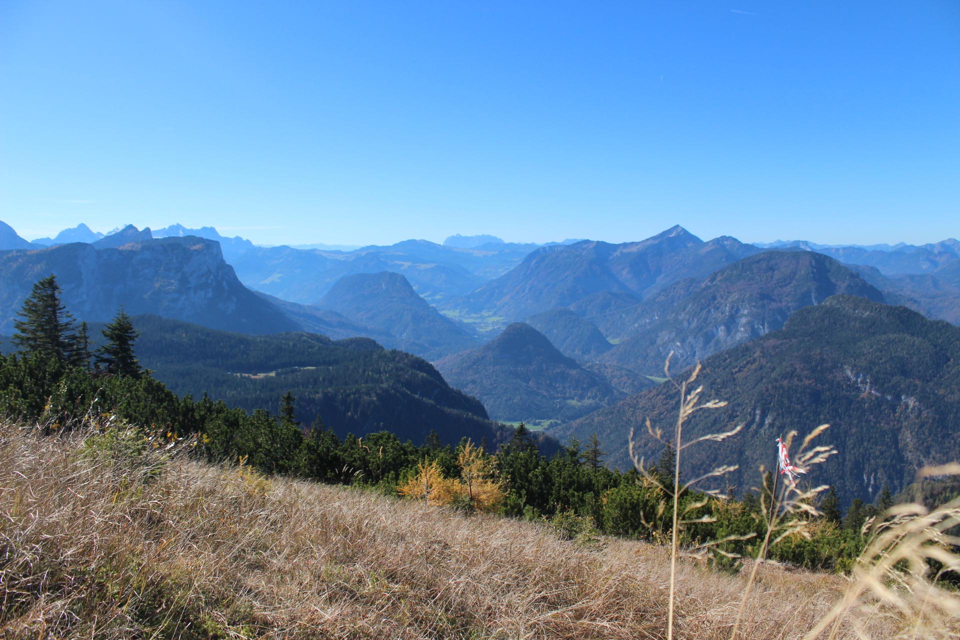schönste Aussicht auf die Bergwelt ringsrum