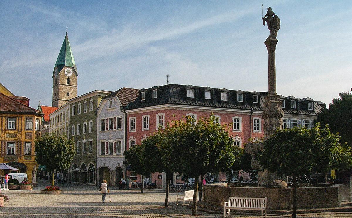 Rathausplatz Bad Reichenhall mit Ägidikirche