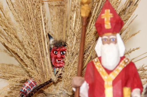 Der Nikolaus mit Stroh-buttnmandl
