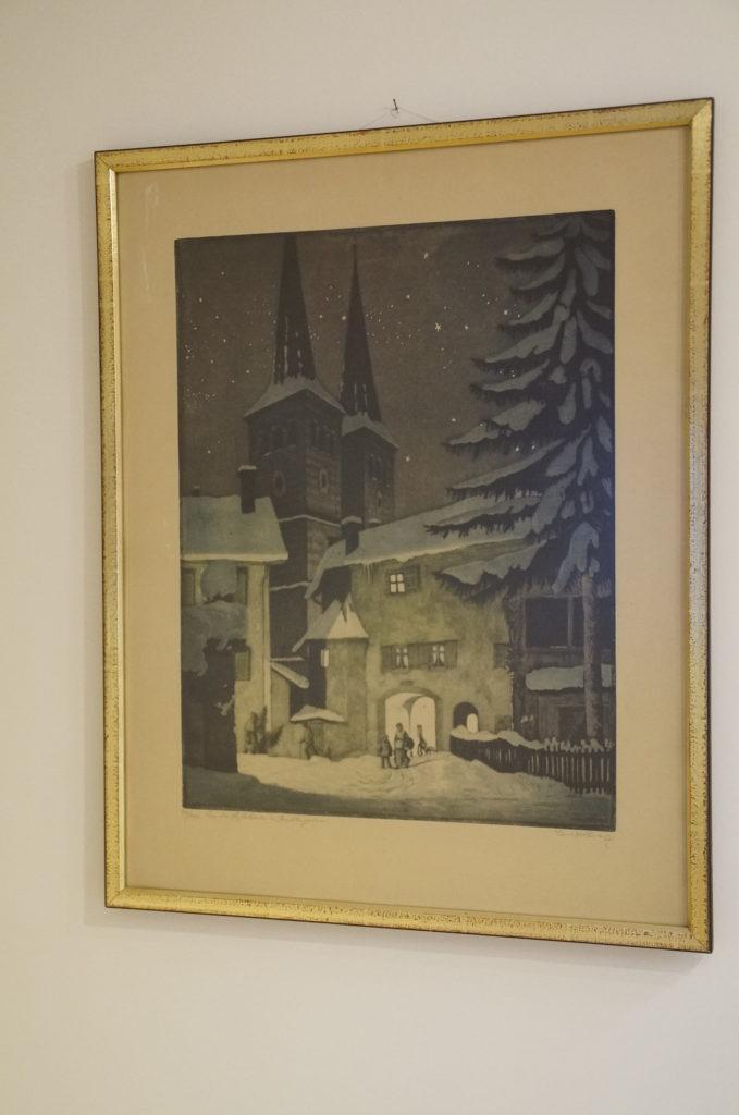 Die Aquatinta-Radierung des Dresdner Künstlers Carl Hachez bringt die Vorweihnacht bis in den Ausstellungsraum.
