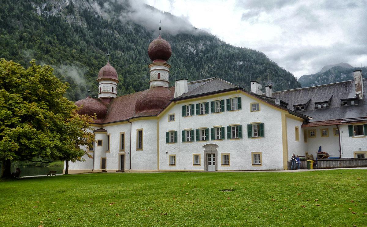 Kirche und Wirtshaus St. Bartholomä am Königssee