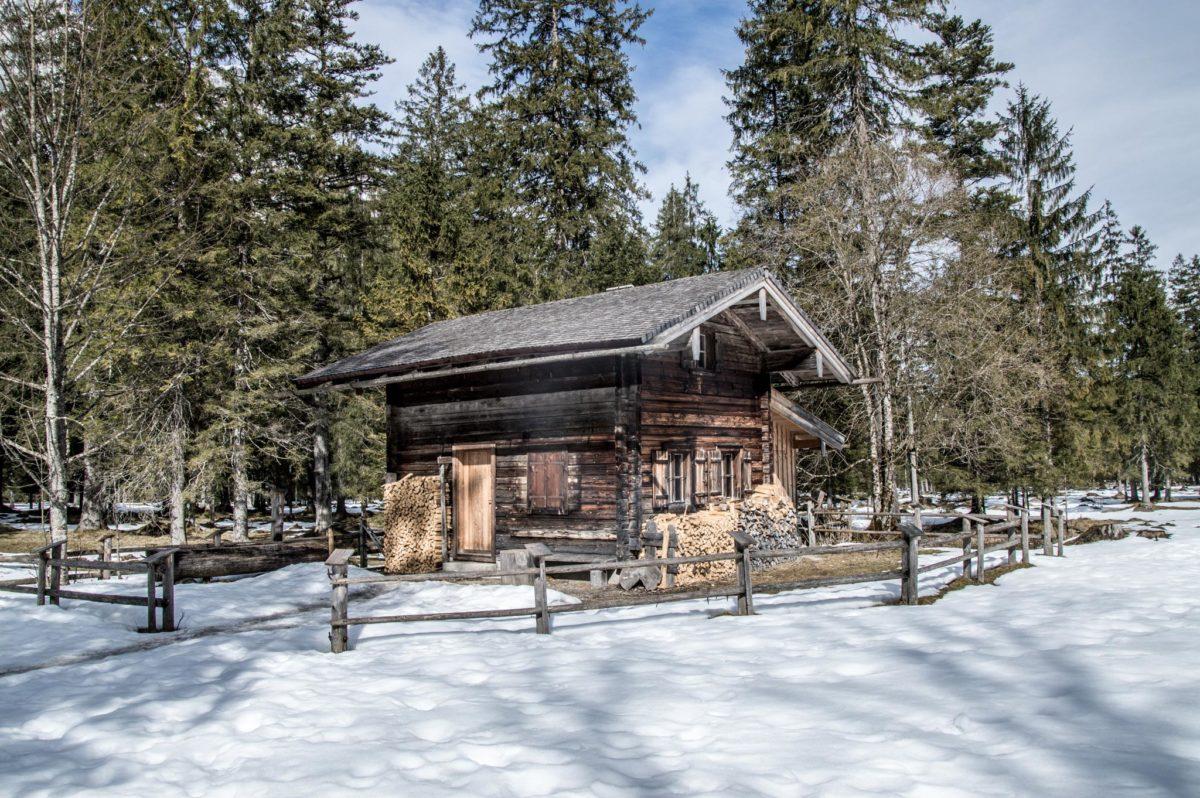 ^Die Lahnwald Diensthütte des Nationalparks