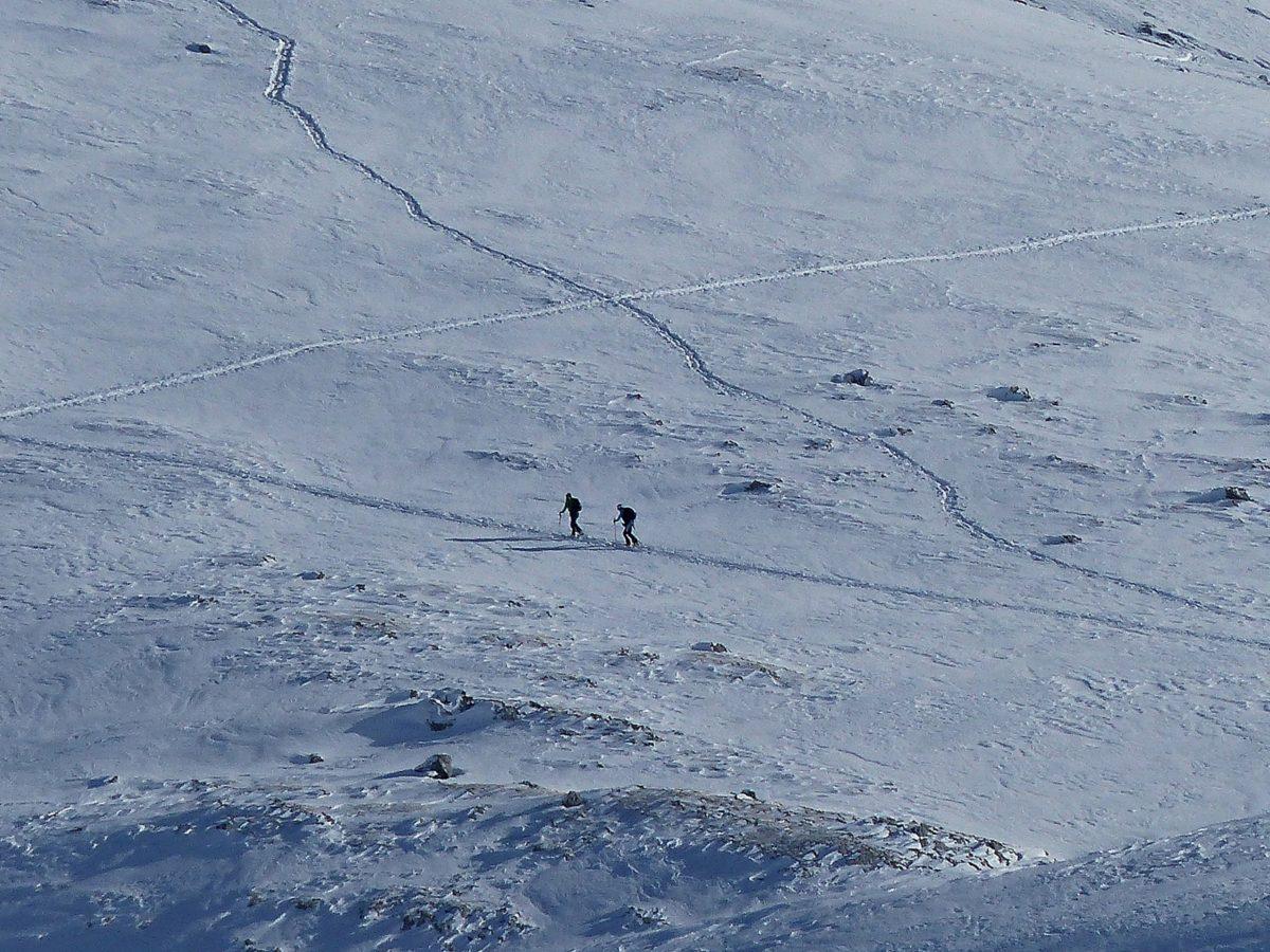 Skitourengeher im Aufstieg © Ann-Kathrin Helbig
