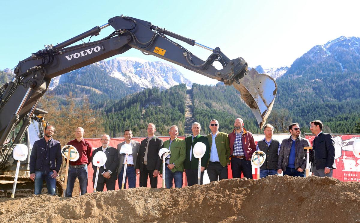 Spatenstich, März 2017: Mit Hauptaktionären, Baufirmen und Bergbahn-Führungsriege