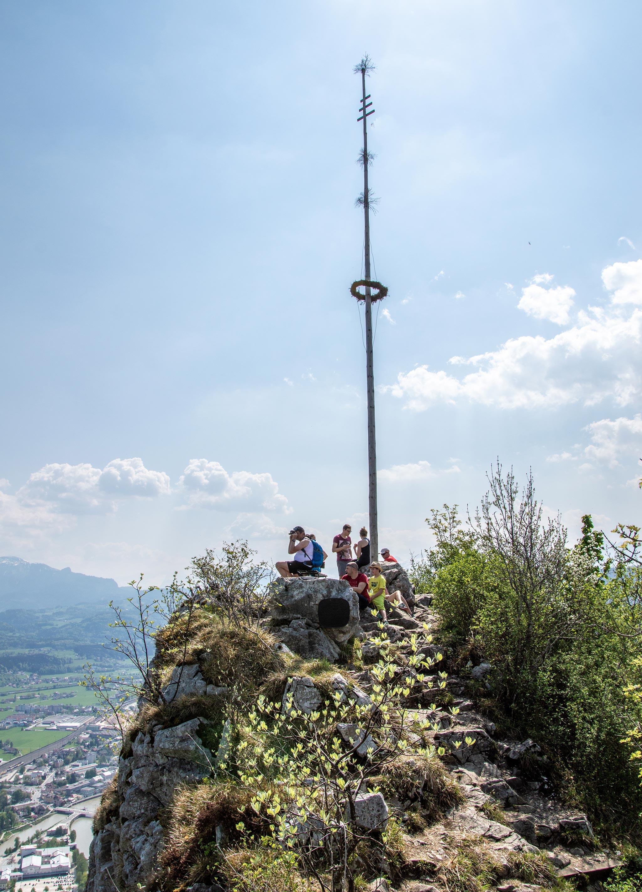 Der Maibaum auf dem Kleinen Barmstein
