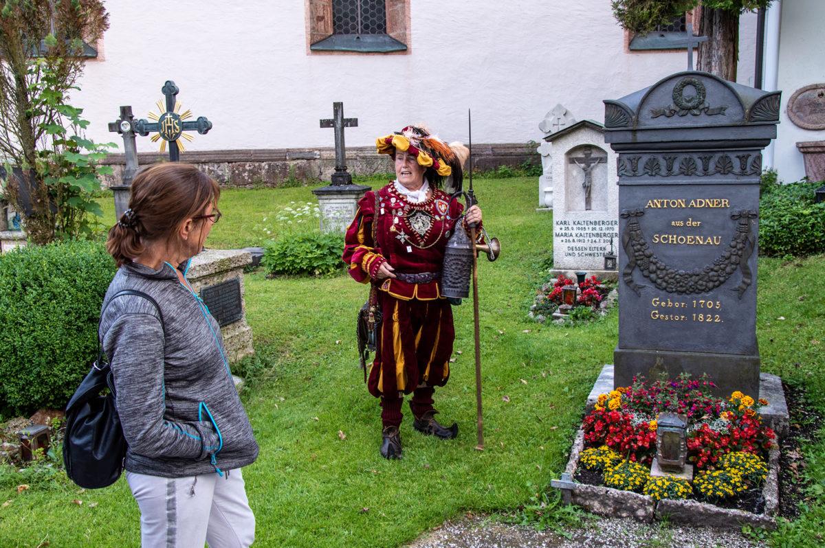 Am Grab von Anton Adner