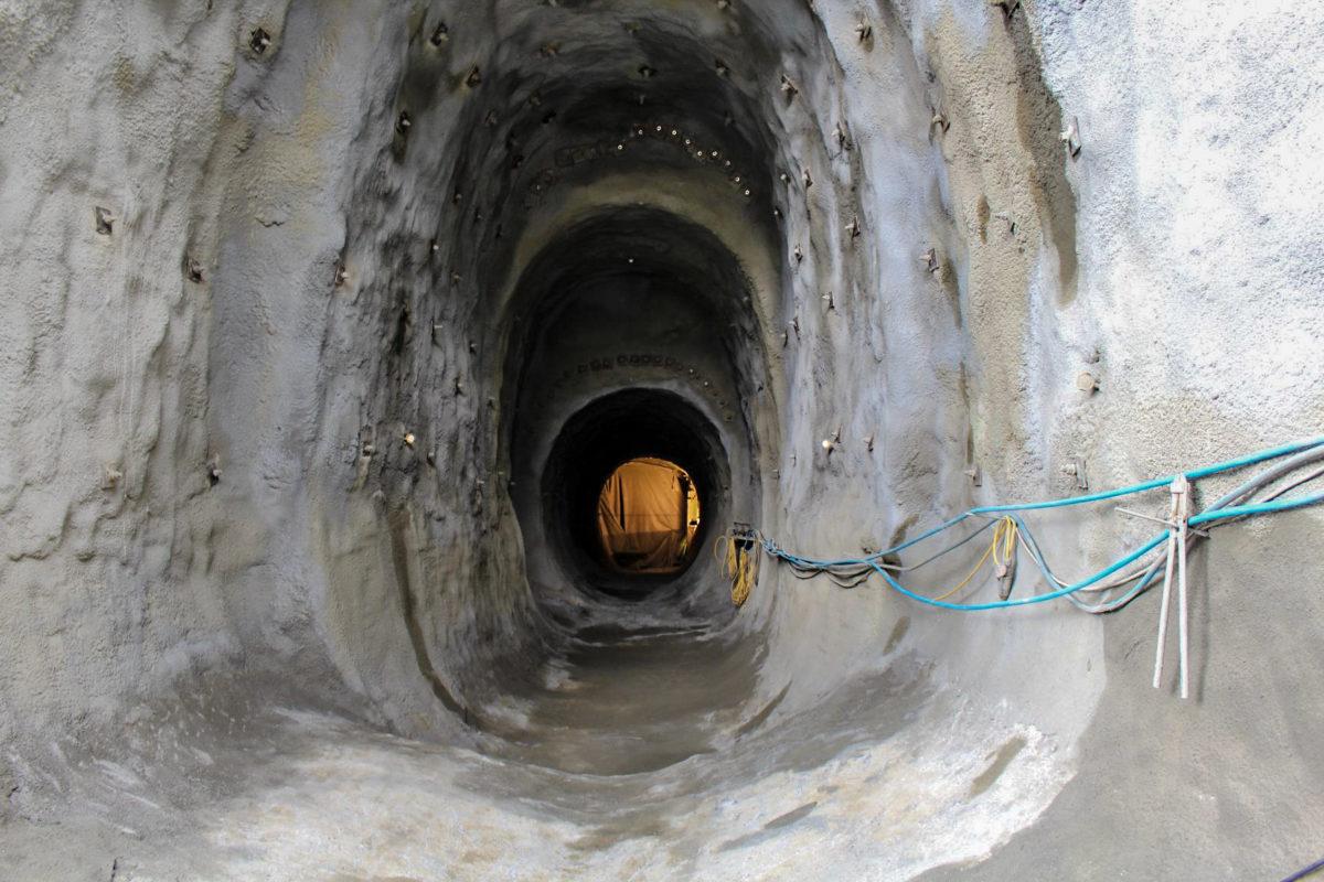 Dieser Tunnel führt zu den Bunkeranlagen