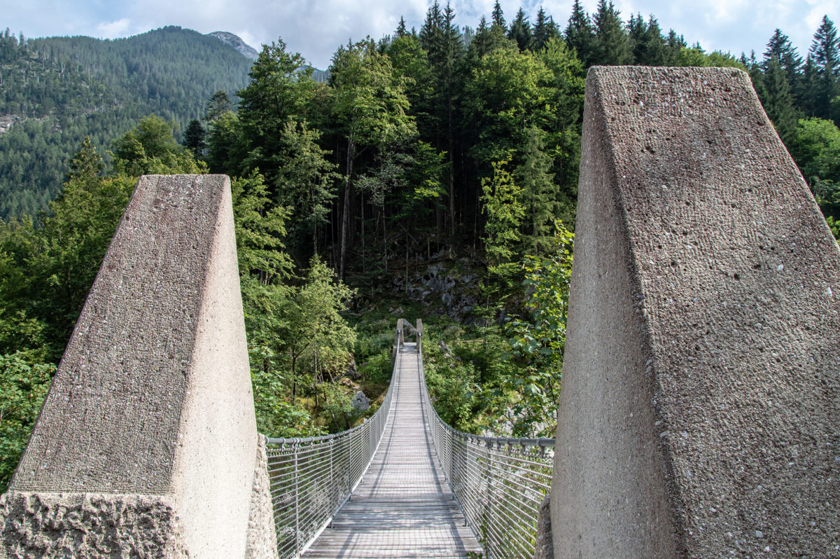 Die Hängebrücke über den Mühlsturzgraben