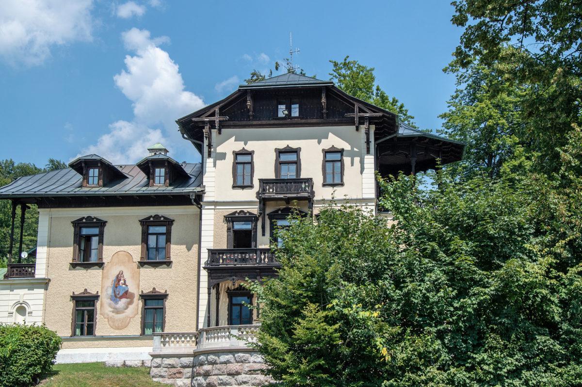 Blick vom Haus der Berge zur Villa Bayer