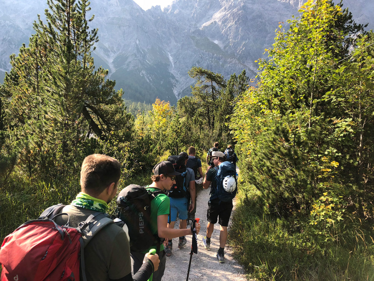 Fußmarsch durch das Wimbachtal zurück zum Ausgangspunkt