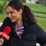 Liane Forestieri (Rolle: Julia Obermeier) steht Rede und Antwort