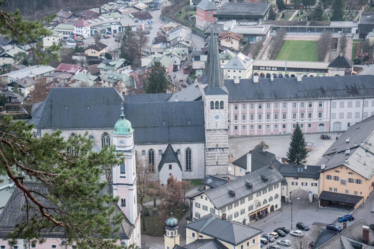 Auf dem Schlossplatz steht bereits der Christbaum