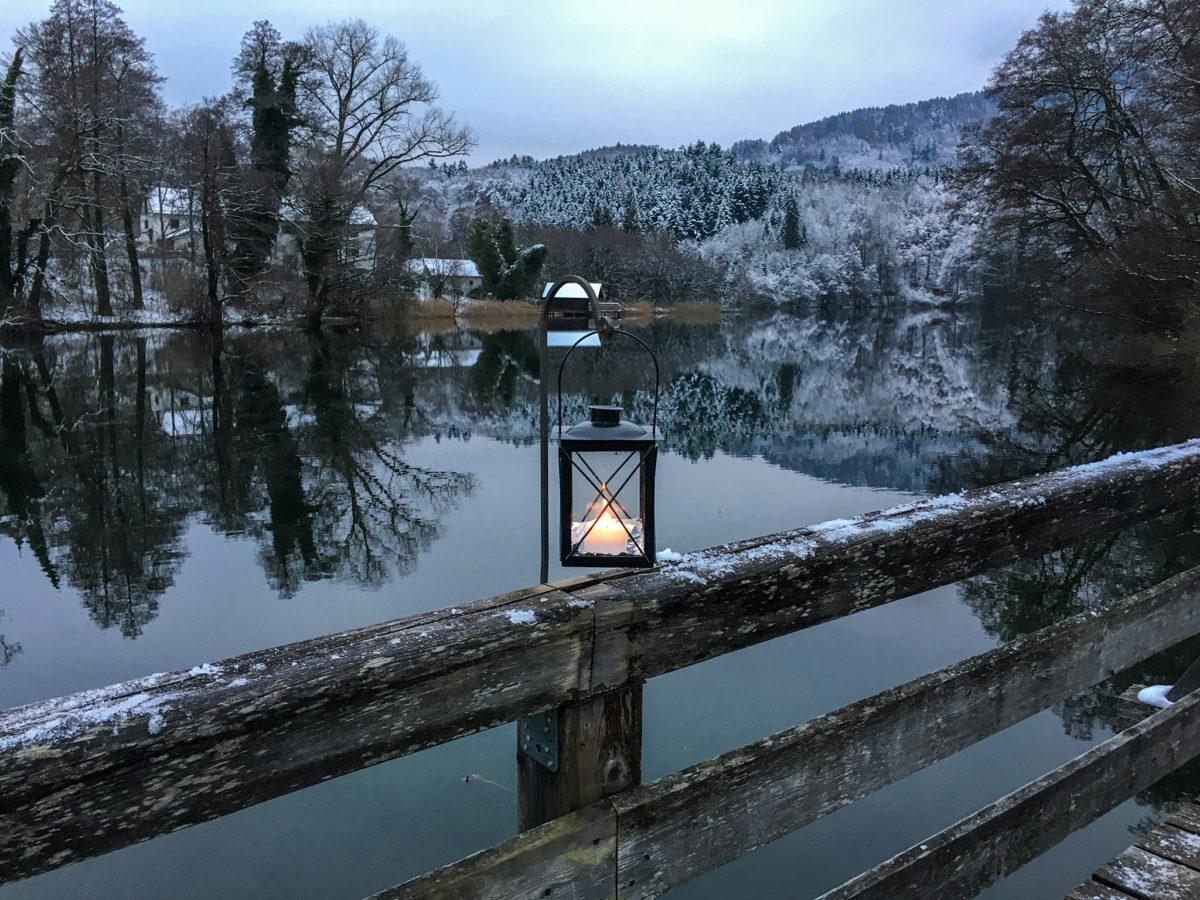 700 Laternen beleuchten den Rundweg um den Höglwörther See