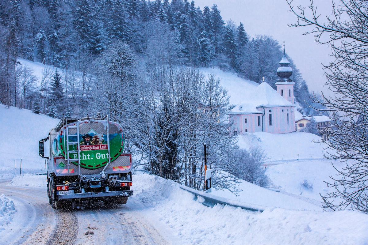 Milcherfassung im Winter in Maria Gern | Berchtesgaden © Bernhard Huber