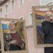 Zum Leben erweckte Gemälde beim Faschingszug in Teisendorf – rechts: der Schrei – Munch; Mitte: Frau mit Fächer – Gustav Klimbt