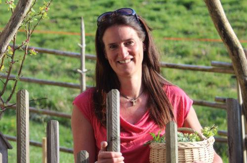 Gartenbäuerin und Kräuterpädagogin Monika Angerer