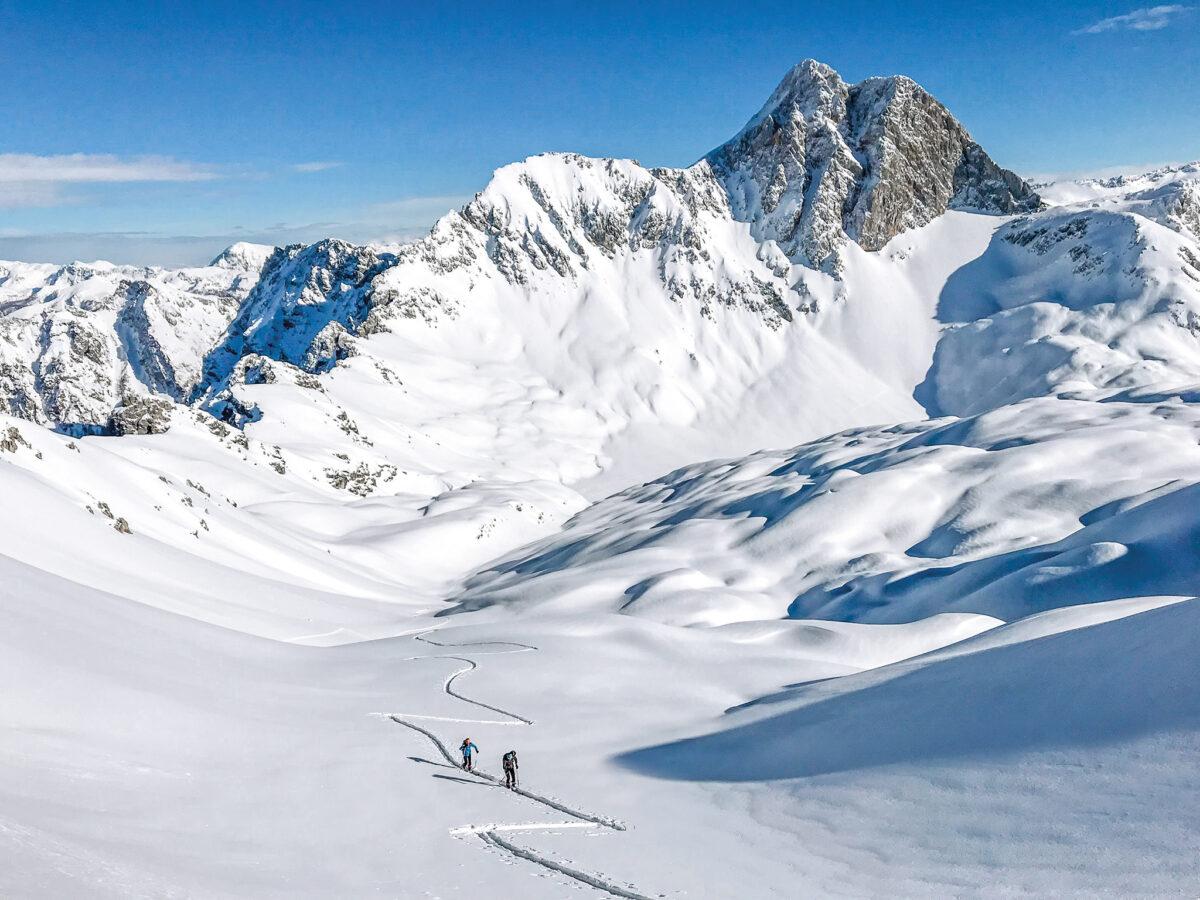Nina Schlesener Skitour in der Hochwies, im Hintergrund der Hundstod