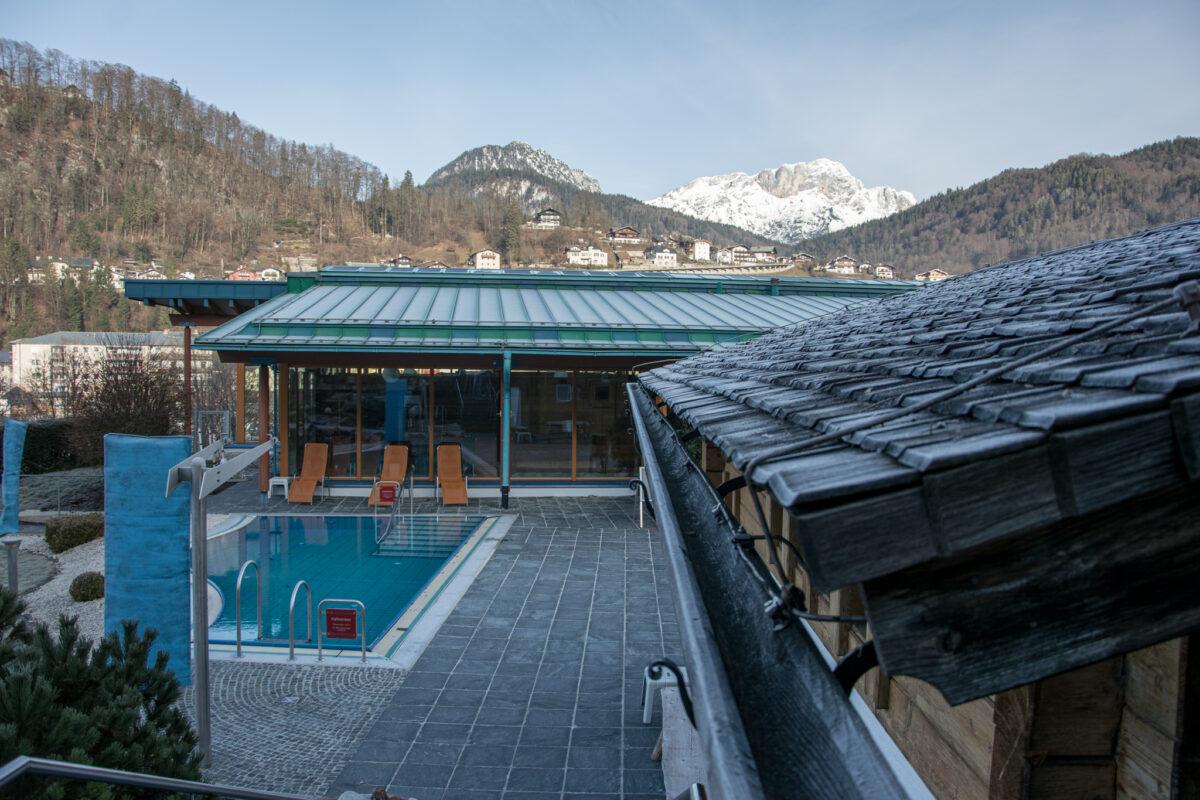 Der Außenbereich der Sauna der Watzmann Therme