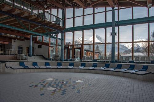 Das leere Erlebnisbecken in der Watzmann Therme